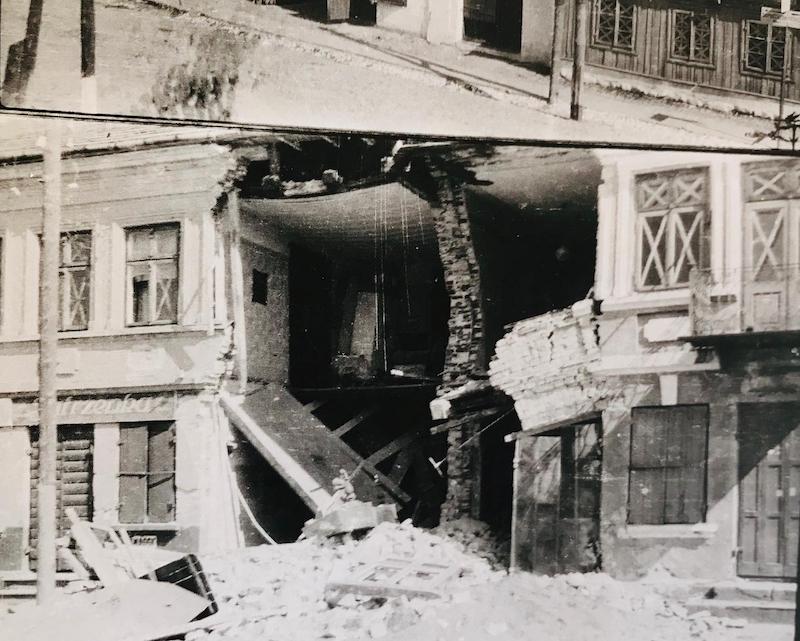 """Według """"specjalistów"""" z IPN-u fotografie zniszczonego we wrześniu 1939 r. polskiego miasteczka z widocznymi szyldami WĘDLINIARNIA i JUTRZENKA [zamieszczone w """"Drodze na Monte Cassino 1941-1944 w fotografii Ignacego Jaworowskiego"""", str. 302-5] przedstawiają miasto Cassino po bitwie. Wydaje się stosownym, by IPN staranniej podchodził do swych badań."""